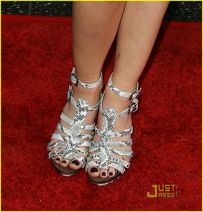 lucy hale 17 again 06
