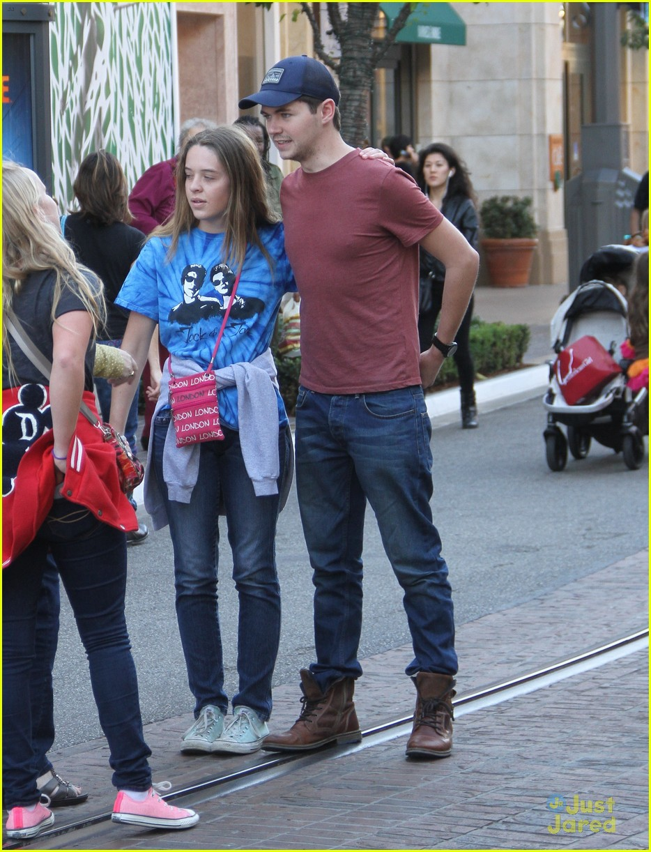 damian mcginty glee fans the grove 01