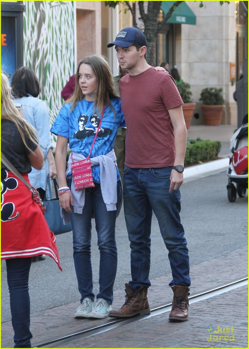 damian mcginty glee fans the grove 05