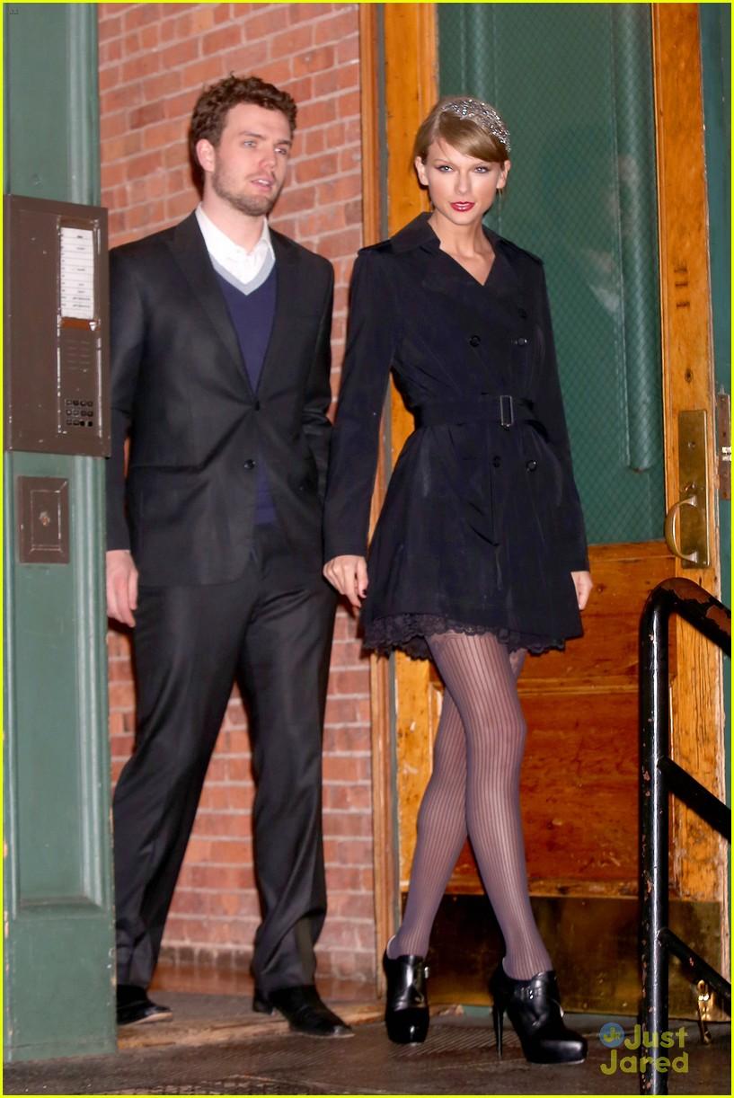 taylor swift austin dressed for formal dinner 03