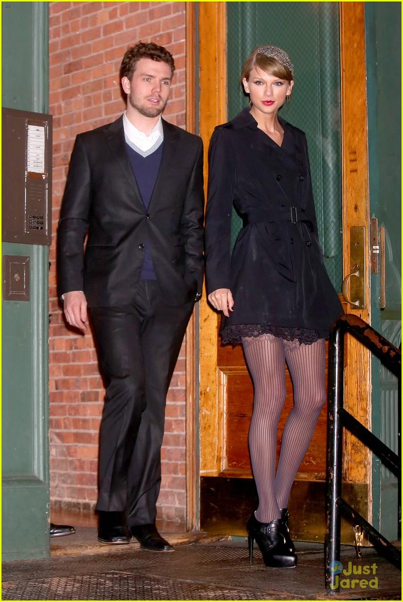 taylor swift austin dressed for formal dinner 08