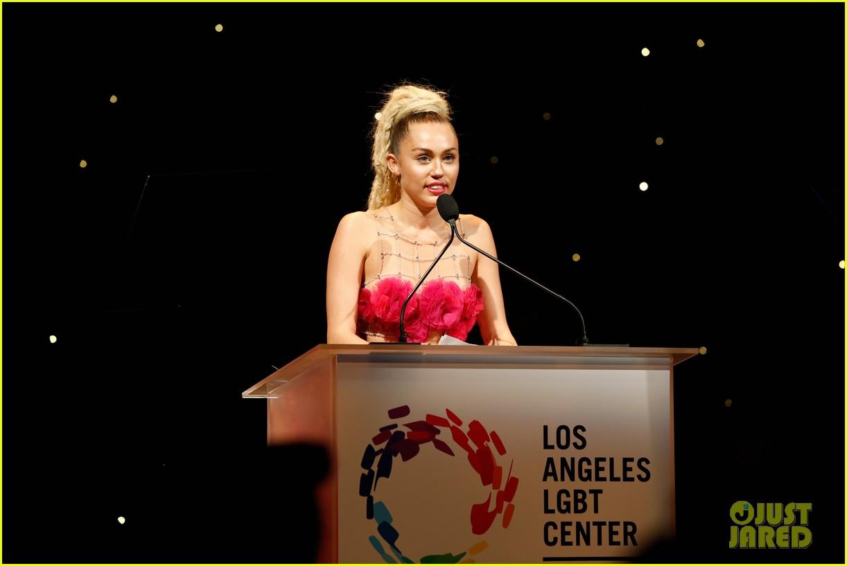 miley cyrus lgbt 2015 vanguard awards 02