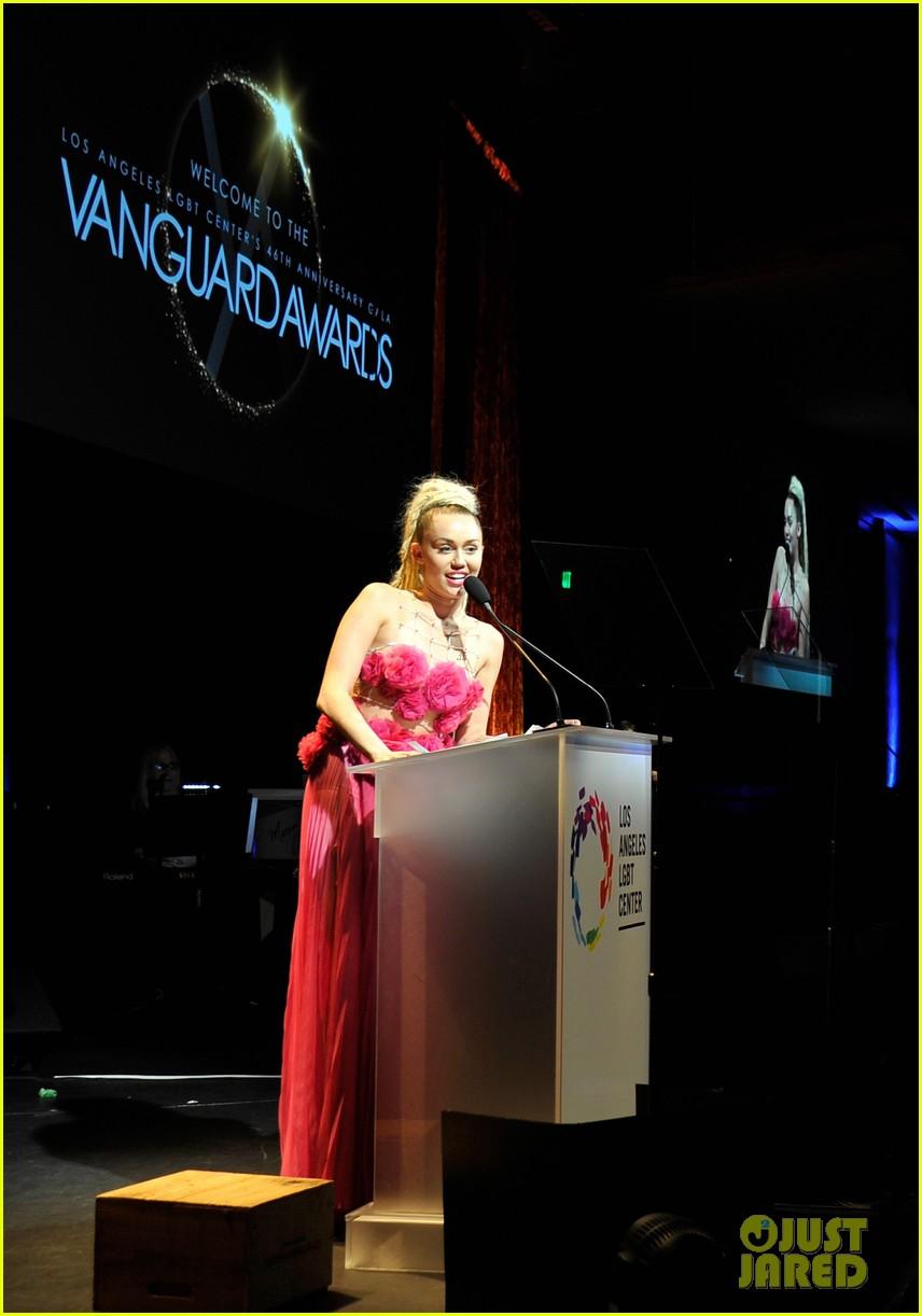 miley cyrus lgbt 2015 vanguard awards 06