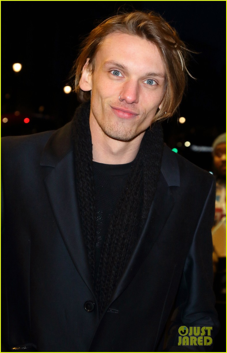 kit harington jamie campbell bower have theatre night at the maids 09
