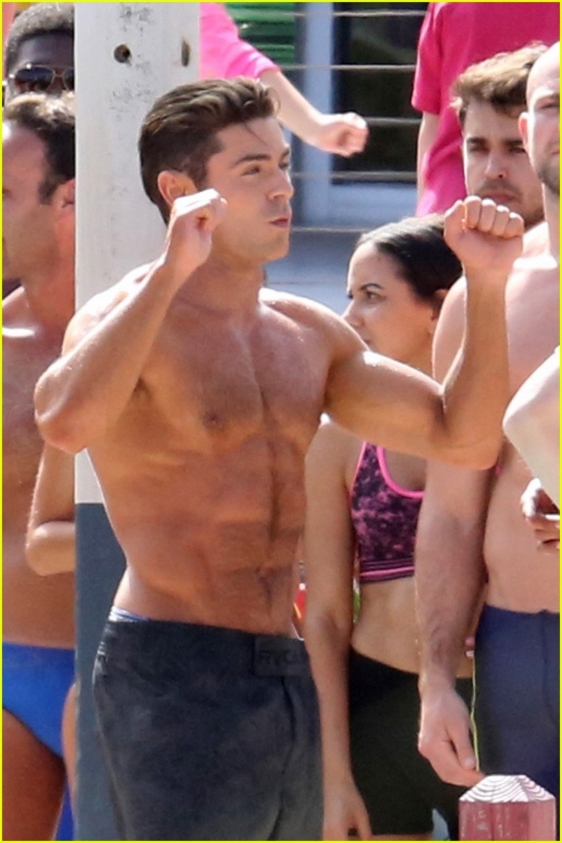 zac efron pull up contest baywatch 01