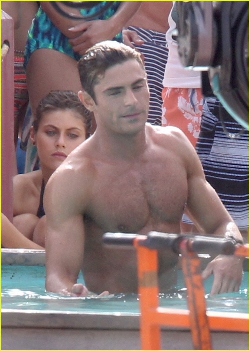 zac efron pull up contest baywatch 04