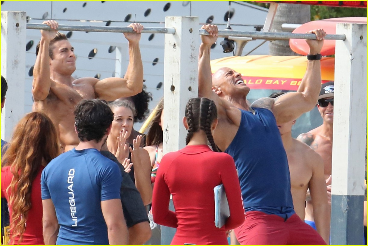 zac efron pull up contest baywatch 08
