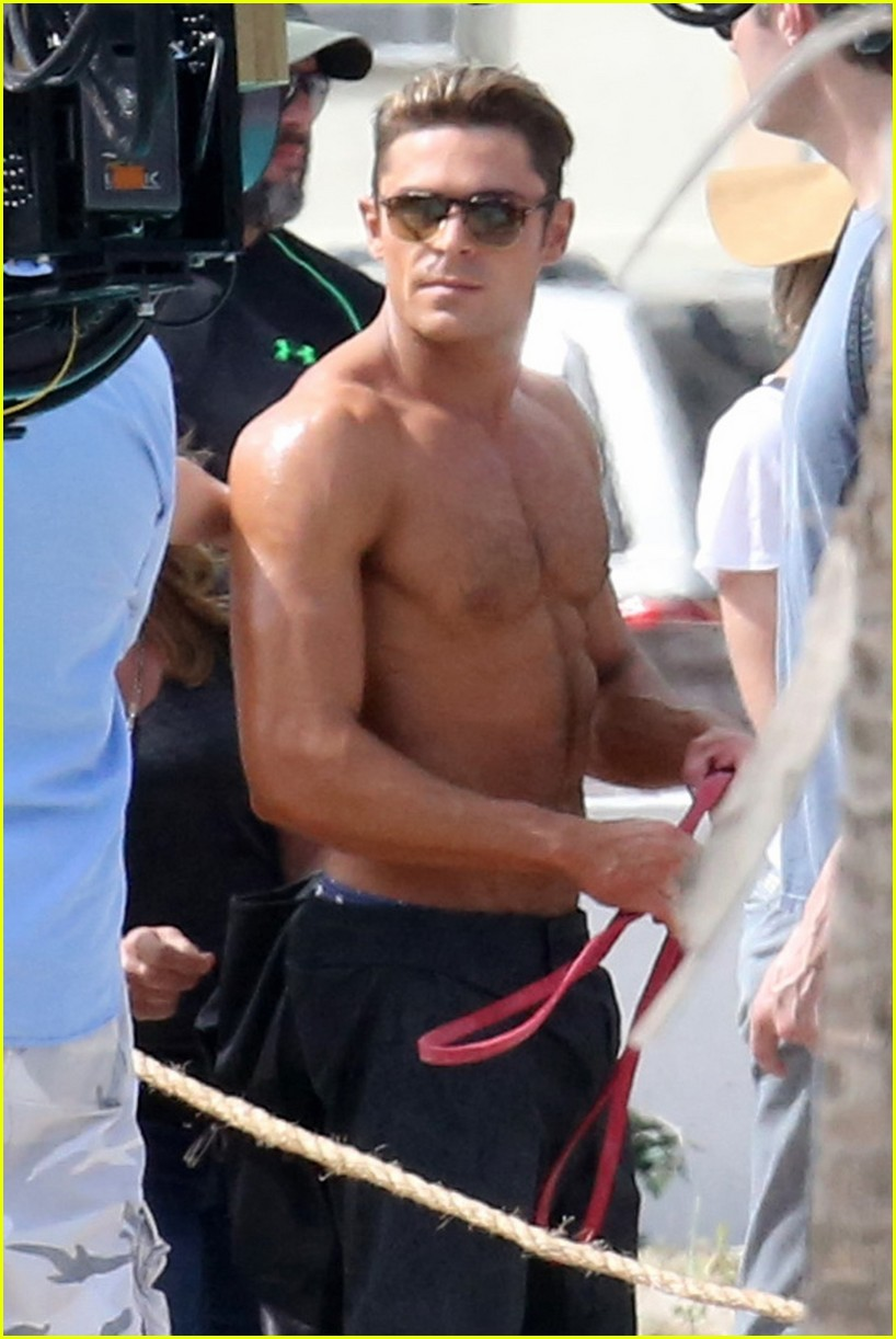 zac efron pull up contest baywatch 14