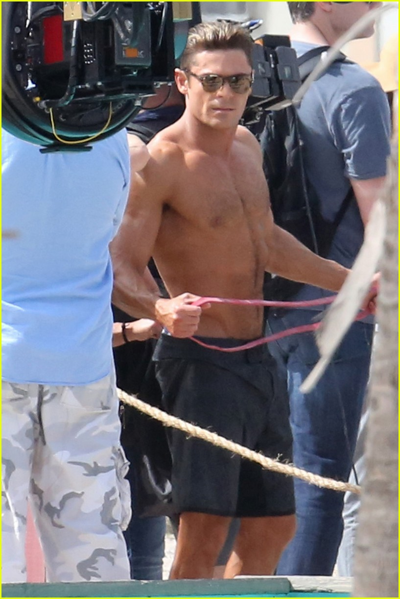 zac efron pull up contest baywatch 19