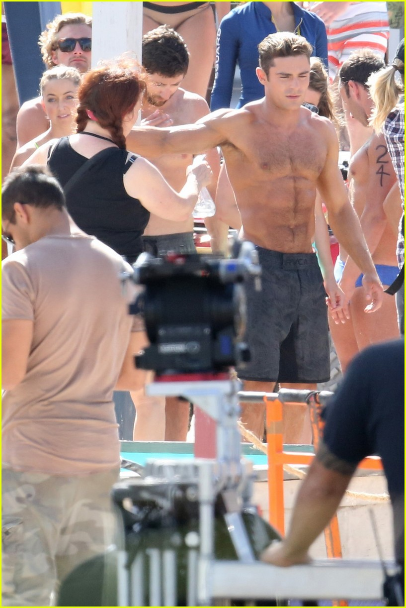 zac efron pull up contest baywatch 29