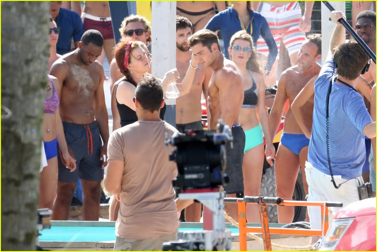 zac efron pull up contest baywatch 30