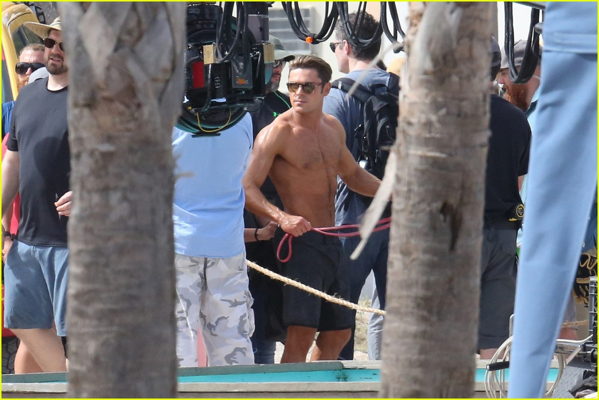 zac efron pull up contest baywatch 31