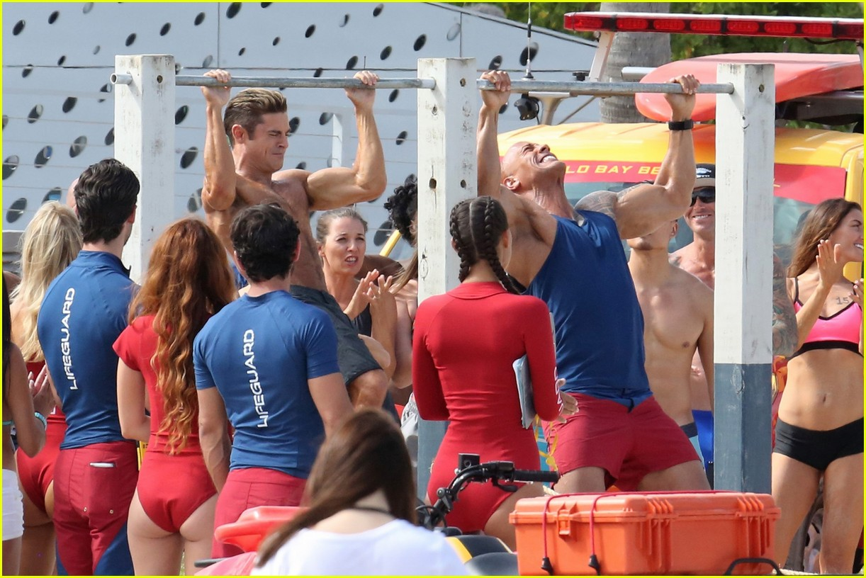 zac efron pull up contest baywatch 32
