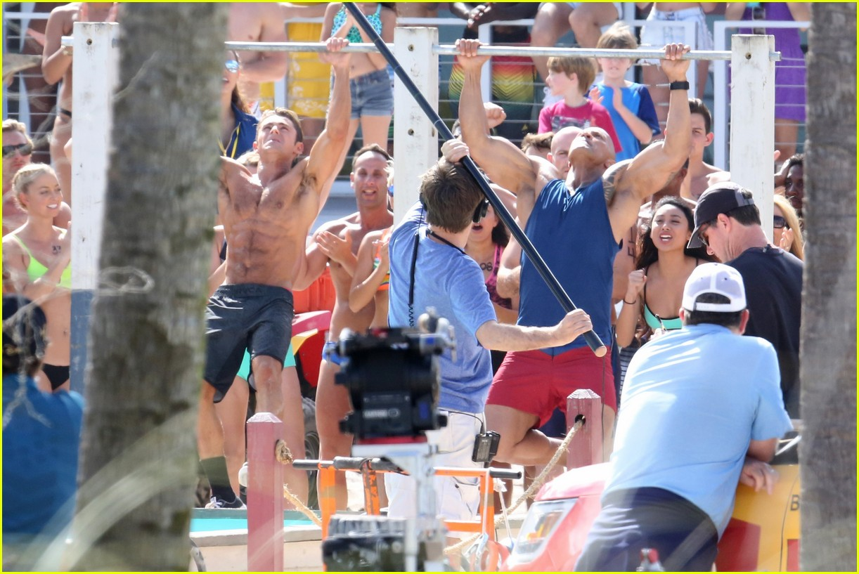 zac efron pull up contest baywatch 36