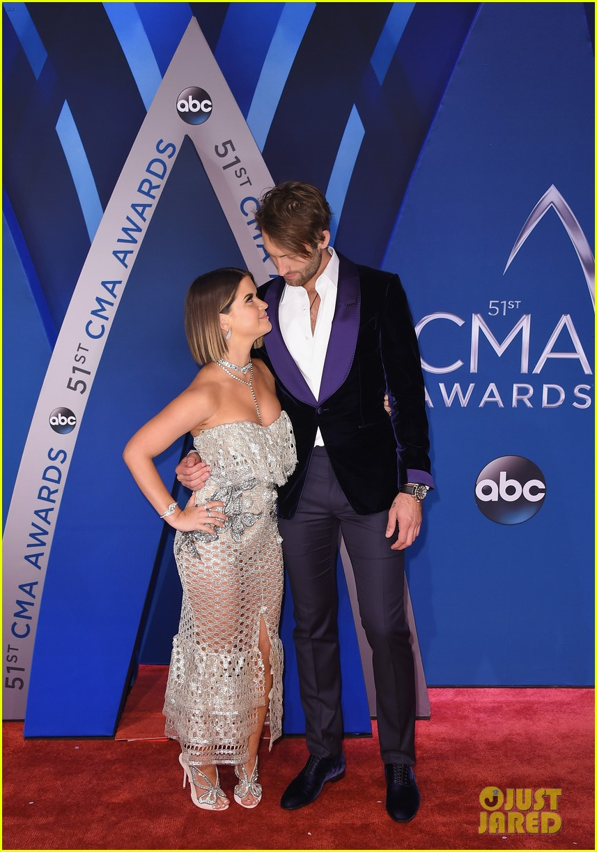 maren morris and niall horan arrive at cma awards 2017 ahead of performance 03