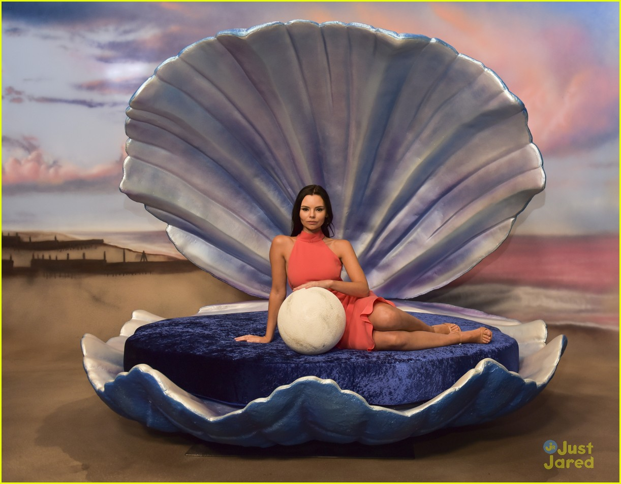 siren cast gregg sulkin jessie paege more mermaid museum 01