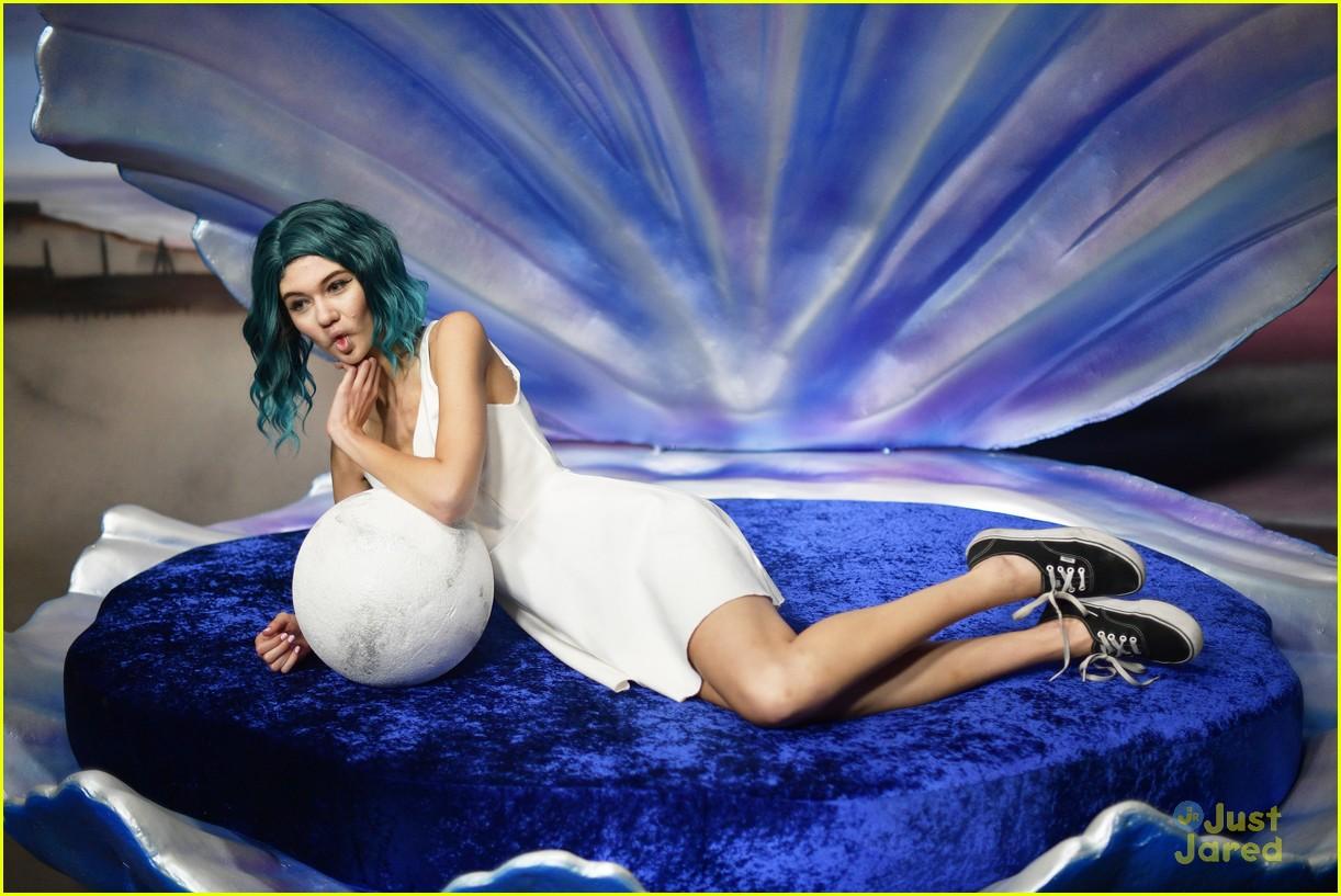 siren cast gregg sulkin jessie paege more mermaid museum 02
