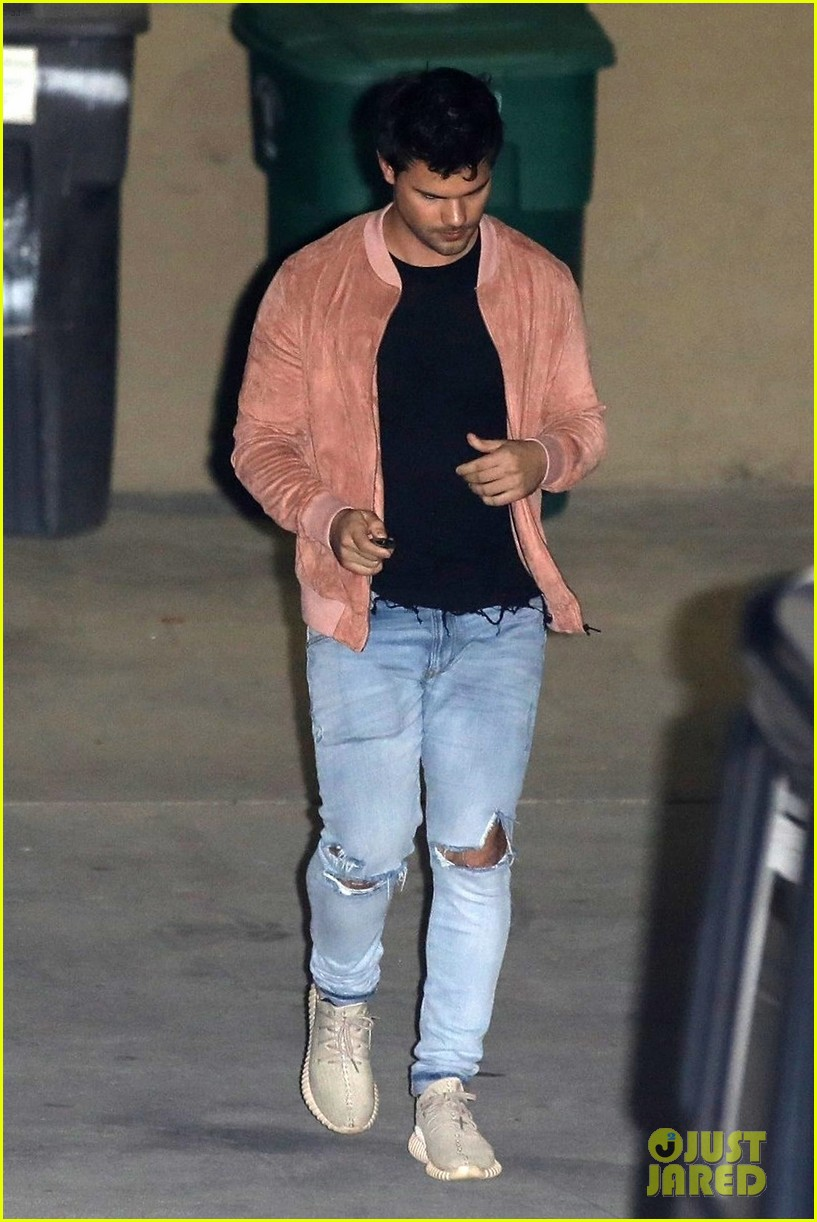taylor lautner church beverly hills march 2018 02