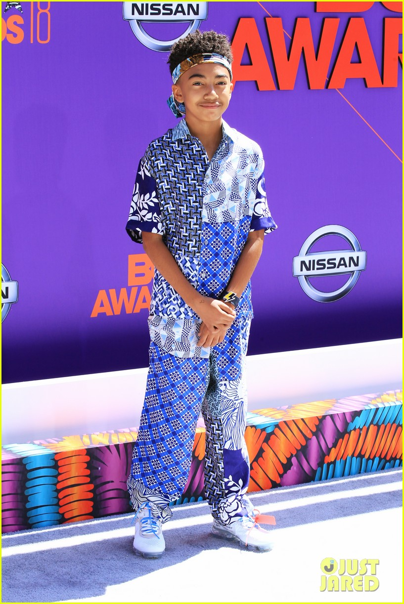miles brown skai jackson and lonnie chavies step out in style for bet awards 2018 06