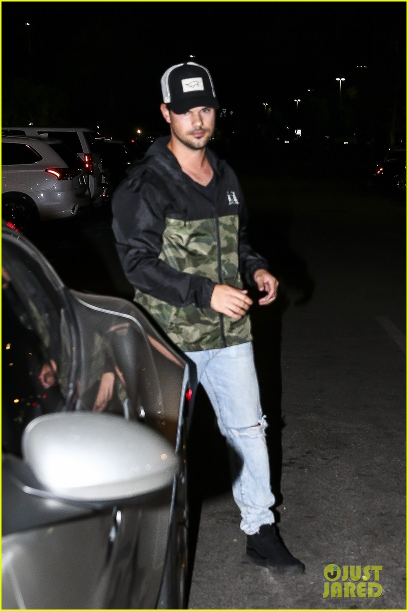 taylor lautner keeps it casual for dinner at katsuya 05