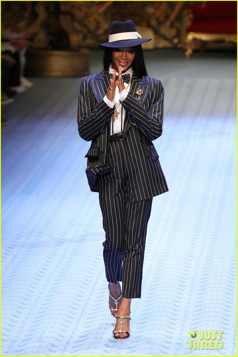 naomi campbell walks dolce gabbana mens runway 13