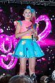 jojo siwa fans camp out from 4am to watch her sydney concert 02