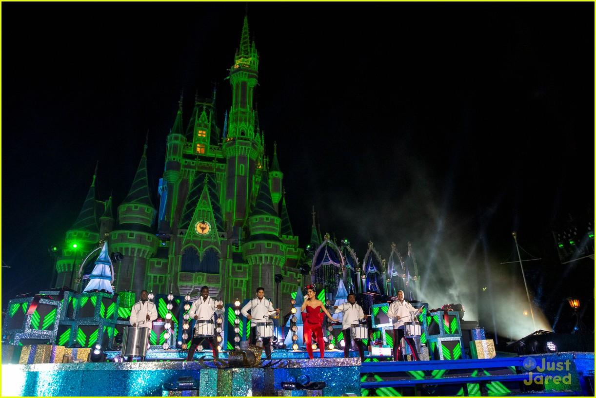 disney magical christmas event pics 12