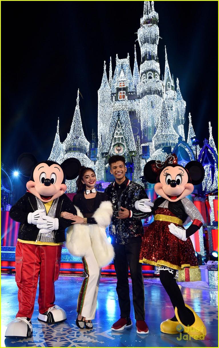 disney magical christmas event pics 16