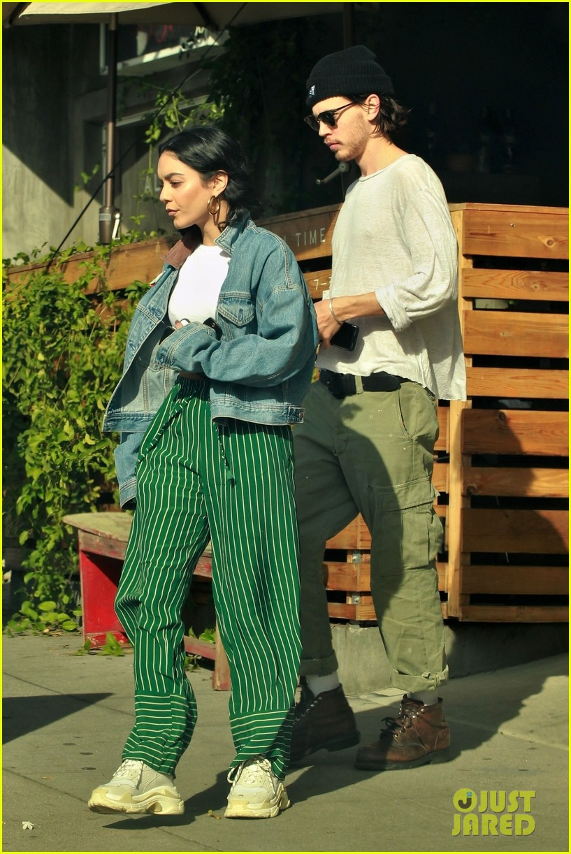 vanessa hudgens austin butler step out for romantic lunch date 01