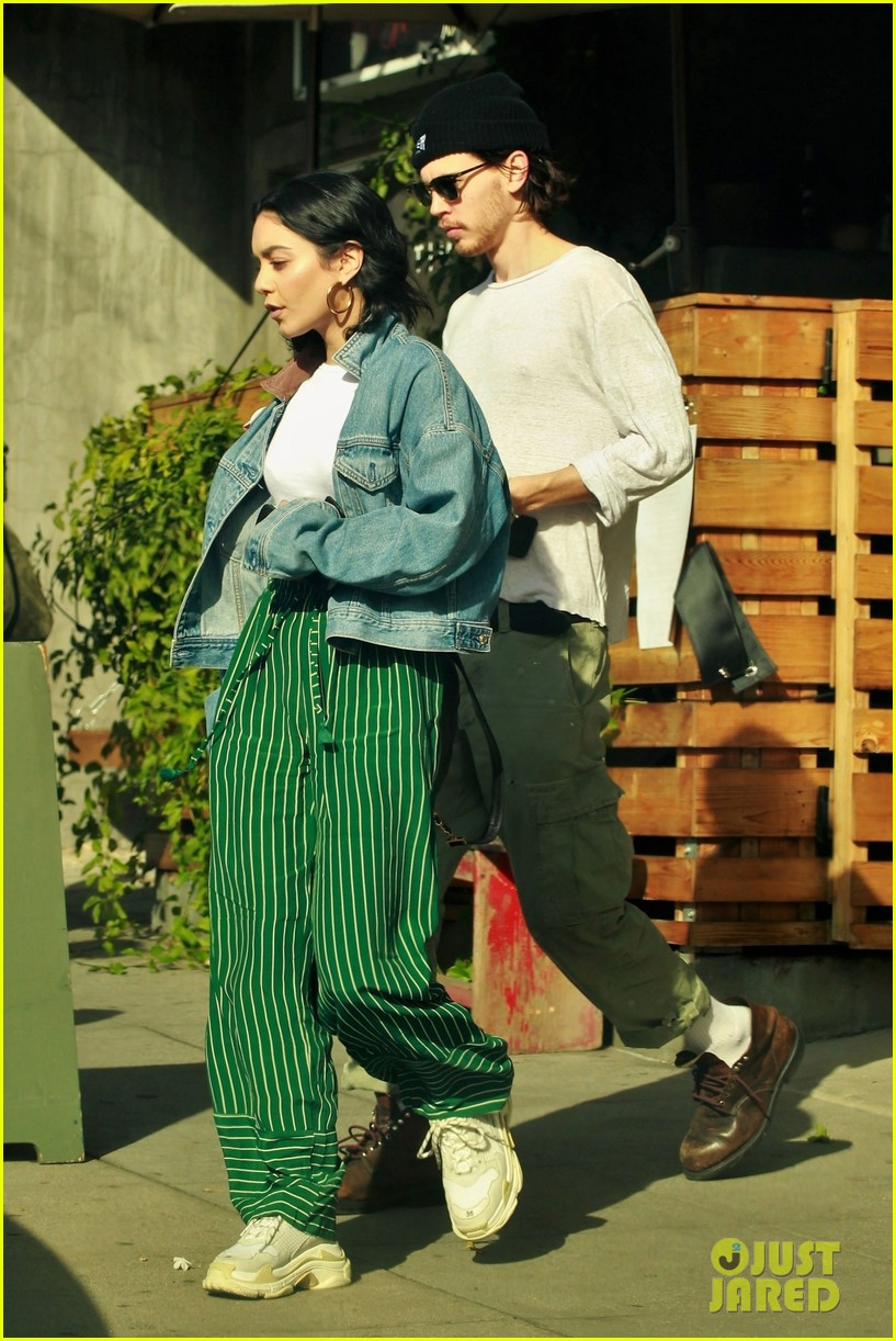 vanessa hudgens austin butler step out for romantic lunch date 03