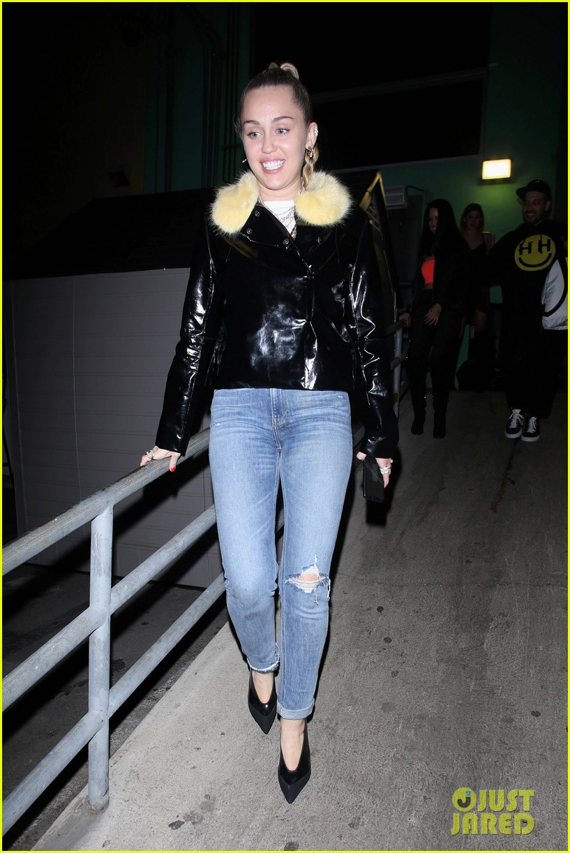 miley cyrus at tomtom 03