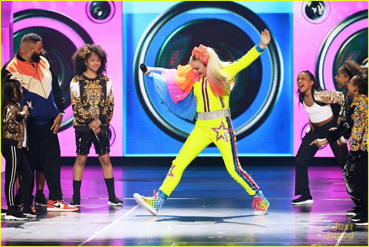 jojo siwa yellow look win kcas 03
