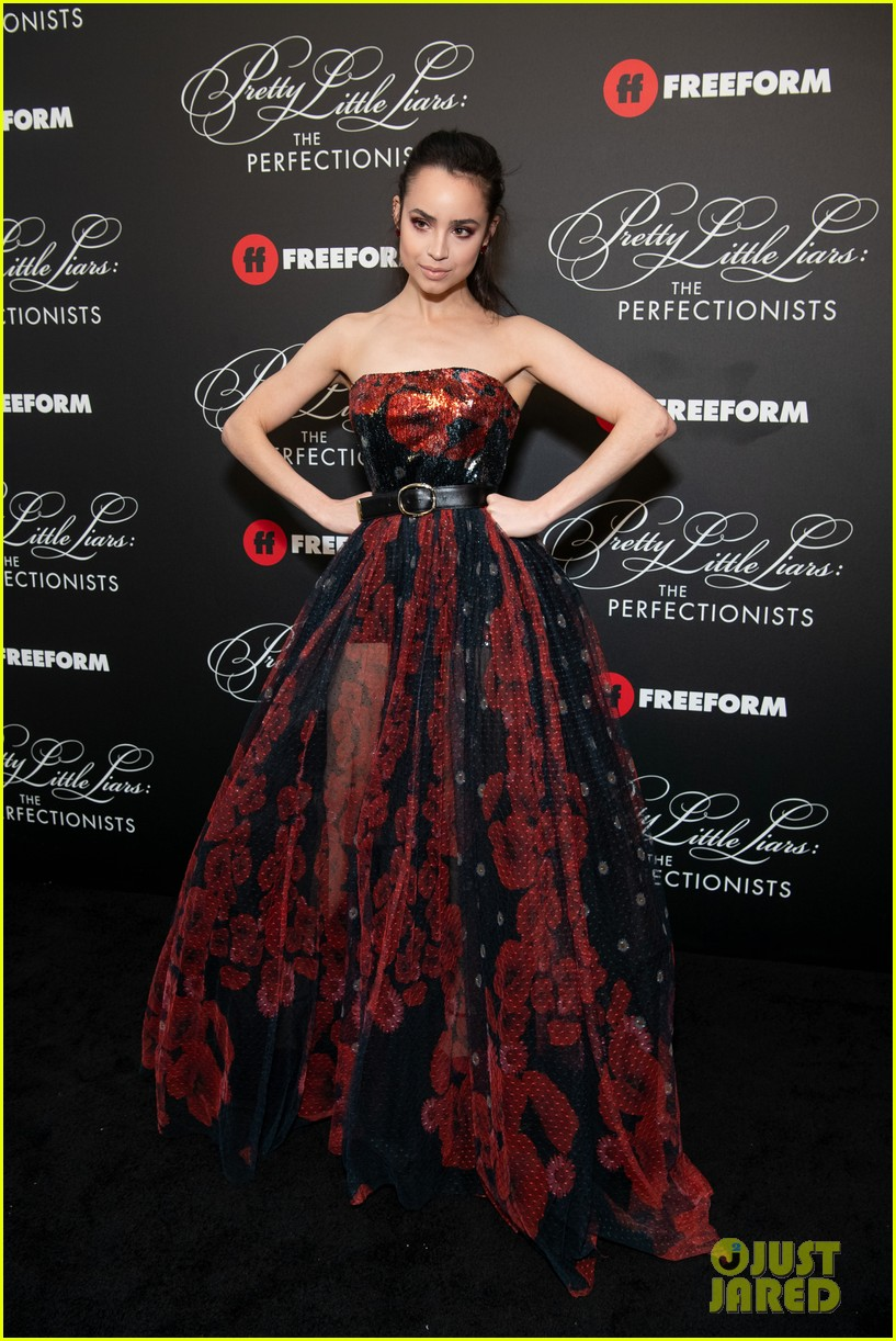 cast of pll the perfectionists stun at los angeles premiere 27