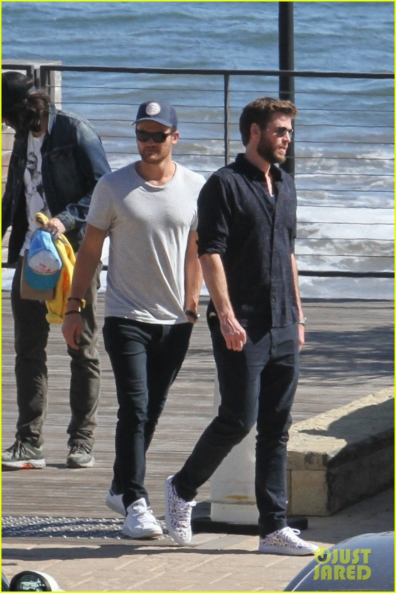miley cyrus liam hemsworth lunch with family 01