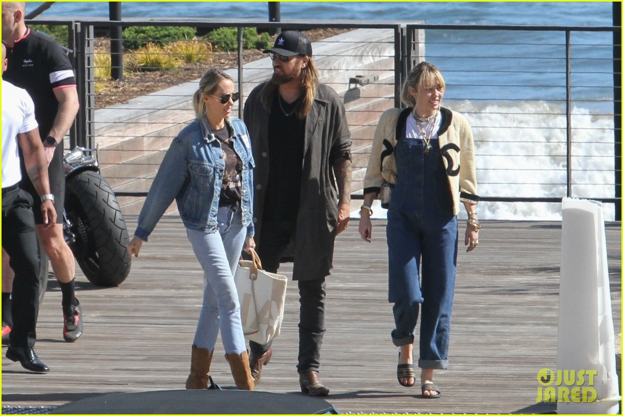 miley cyrus liam hemsworth lunch with family 03