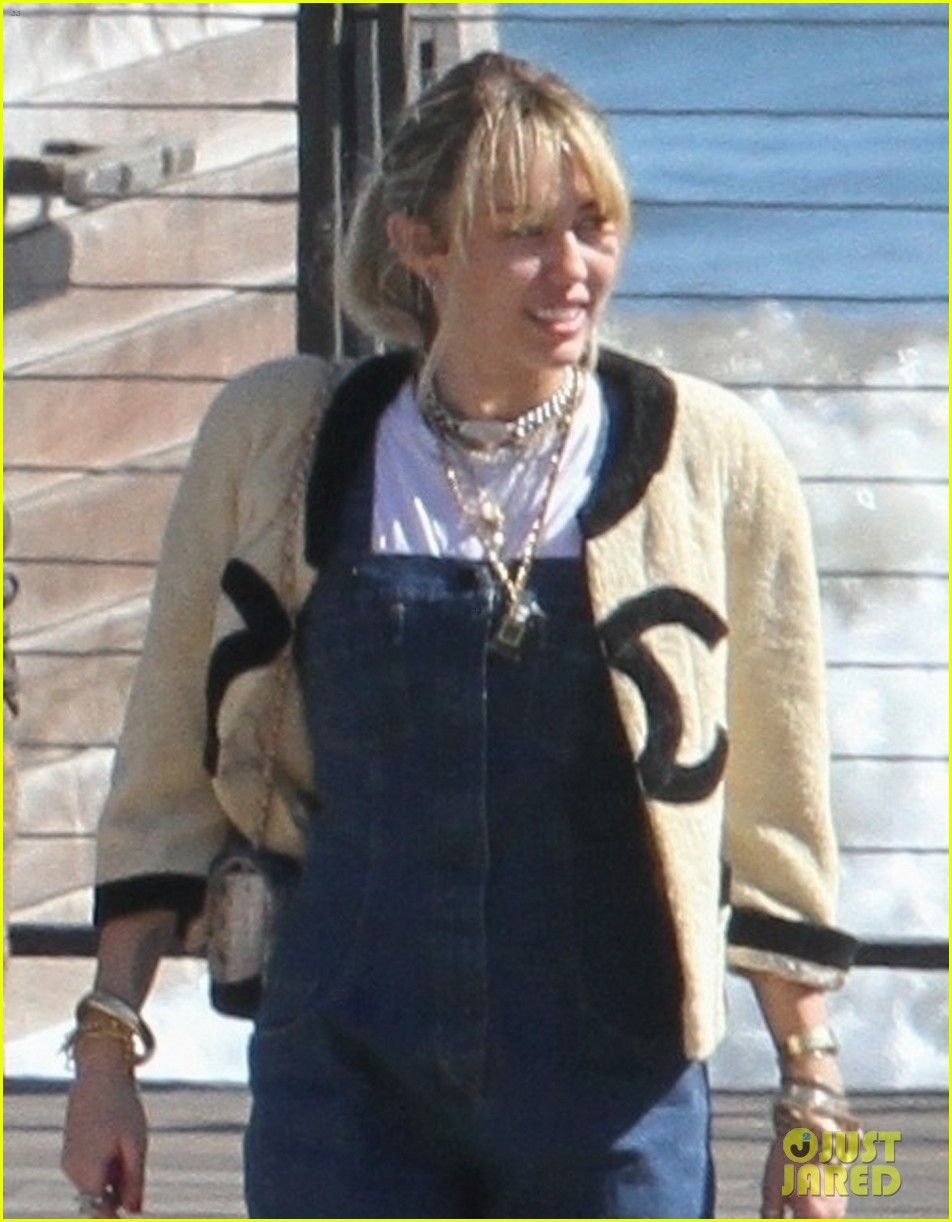 miley cyrus liam hemsworth lunch with family 06