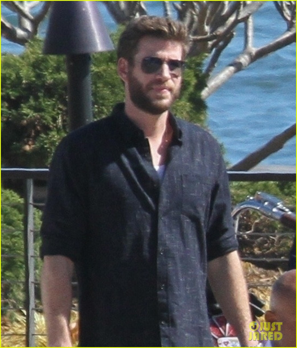 miley cyrus liam hemsworth lunch with family 07