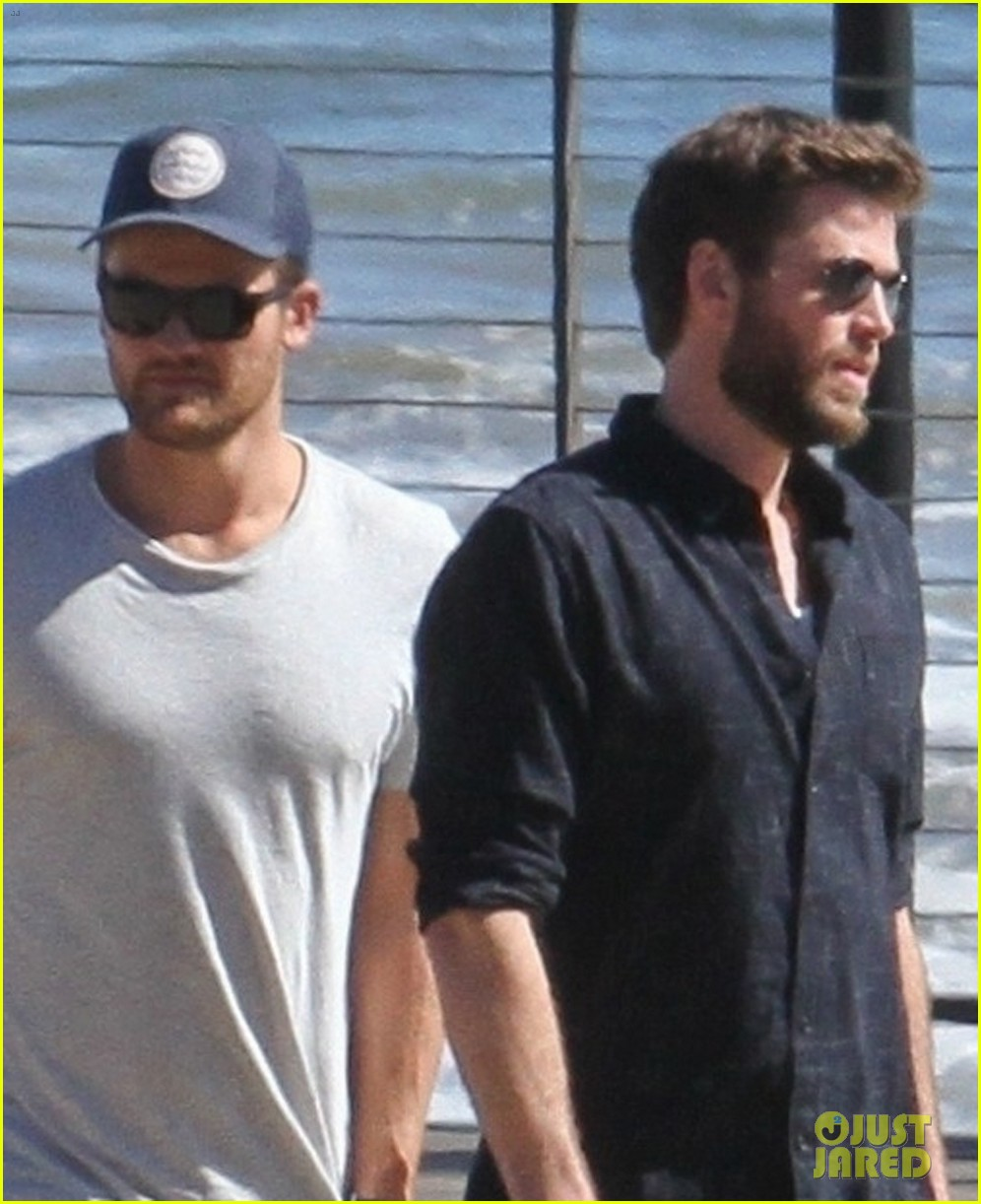 miley cyrus liam hemsworth lunch with family 08