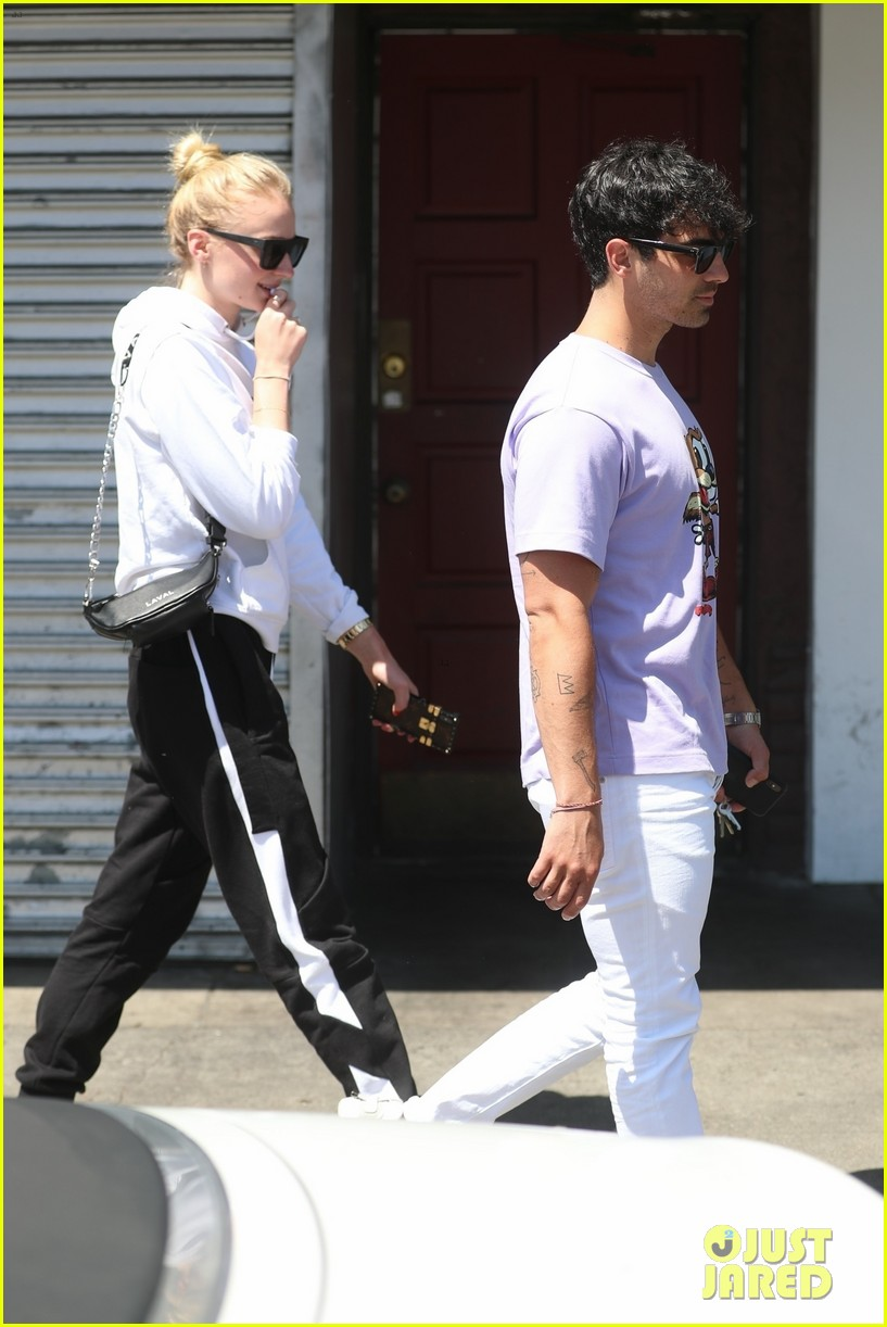 joe jonas and sophie turner couple up for lunch weho 08