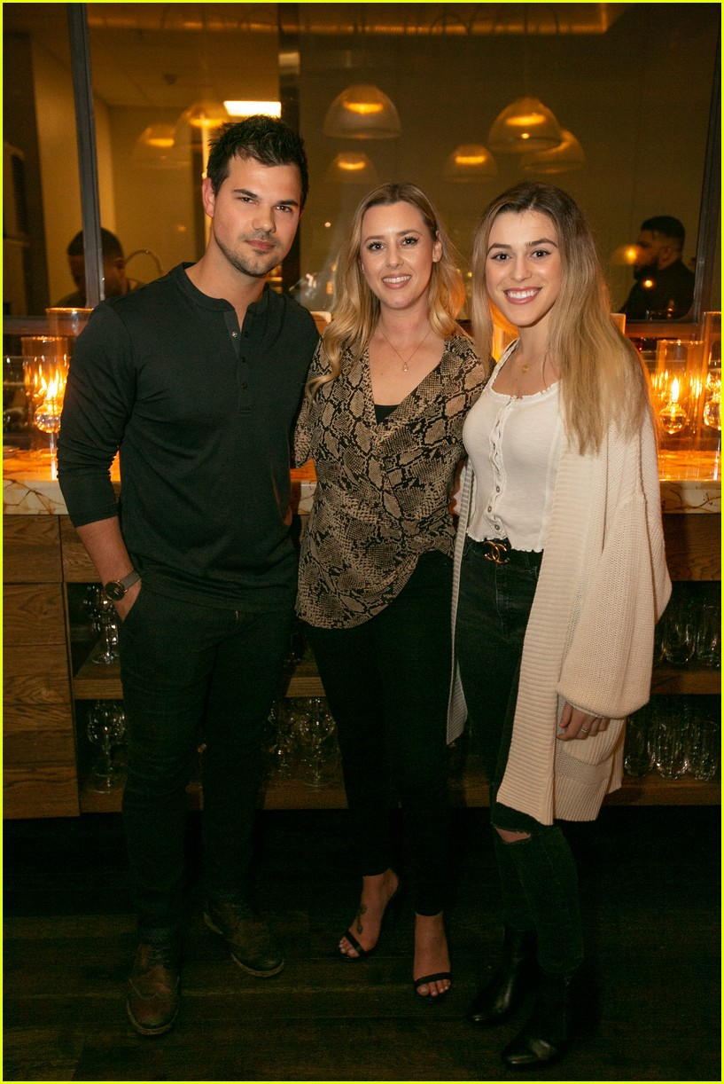 taylor lautner and girlfriend tay dome wine and dine in san diego 04