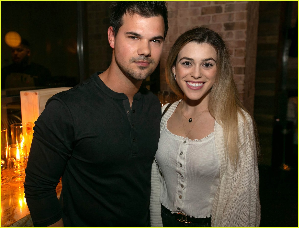taylor lautner and girlfriend tay dome wine and dine in san diego 05