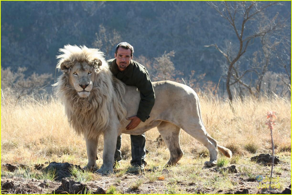 mia white lion stills clip 02