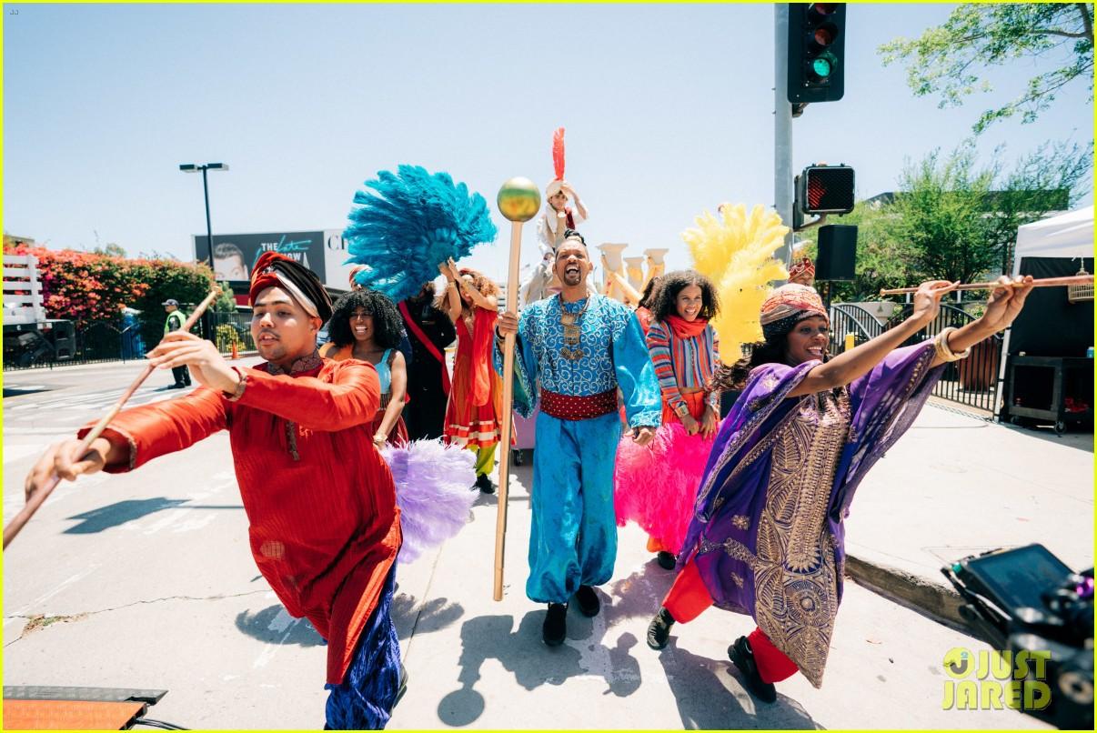 aladdin cast crosswalk musical video 27