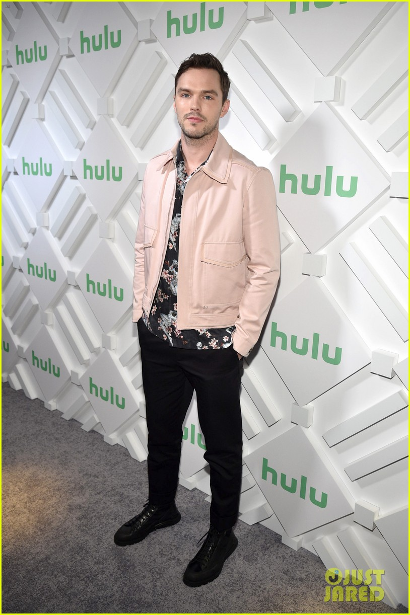 elle fanning nicholas hoult bring the great to hulu upfronts 01