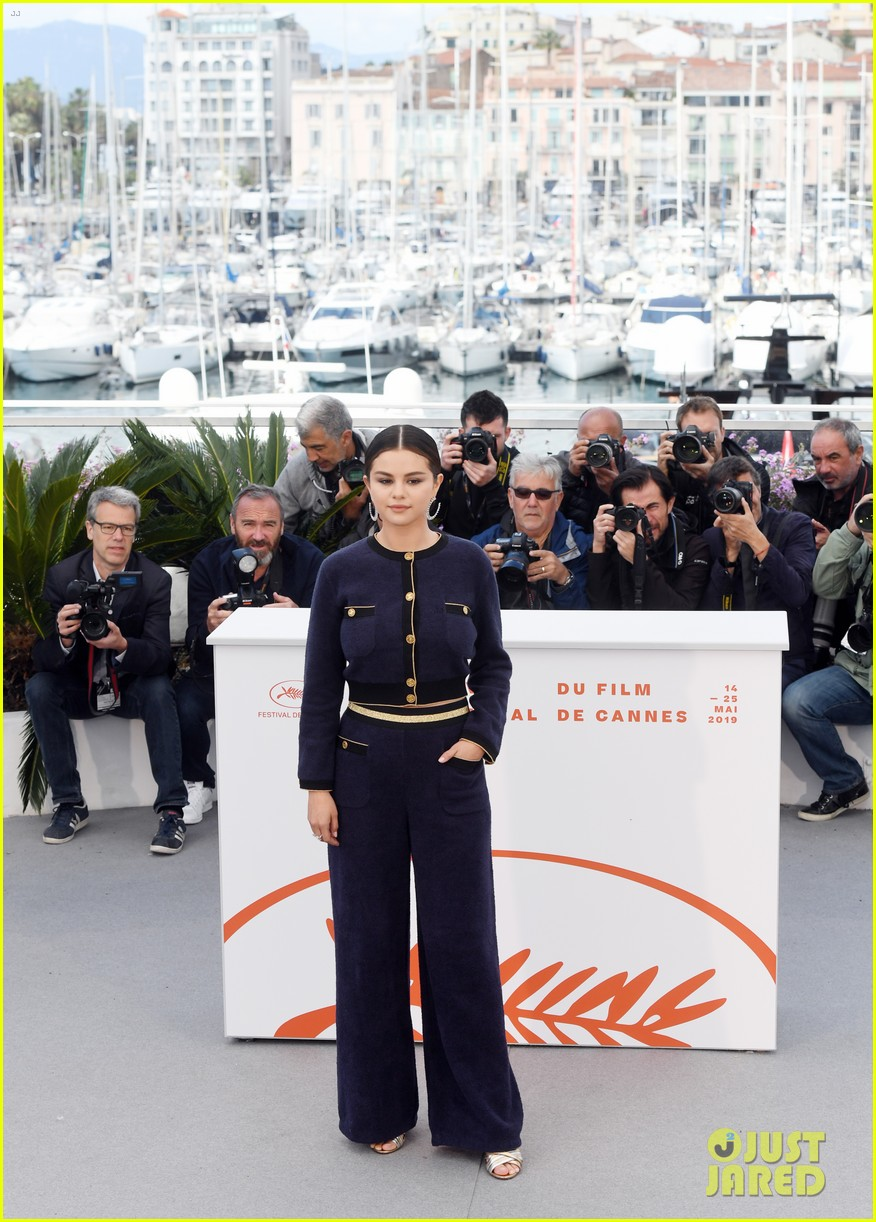 selena gomez joins the dead dont die cast at cannes photo call 11