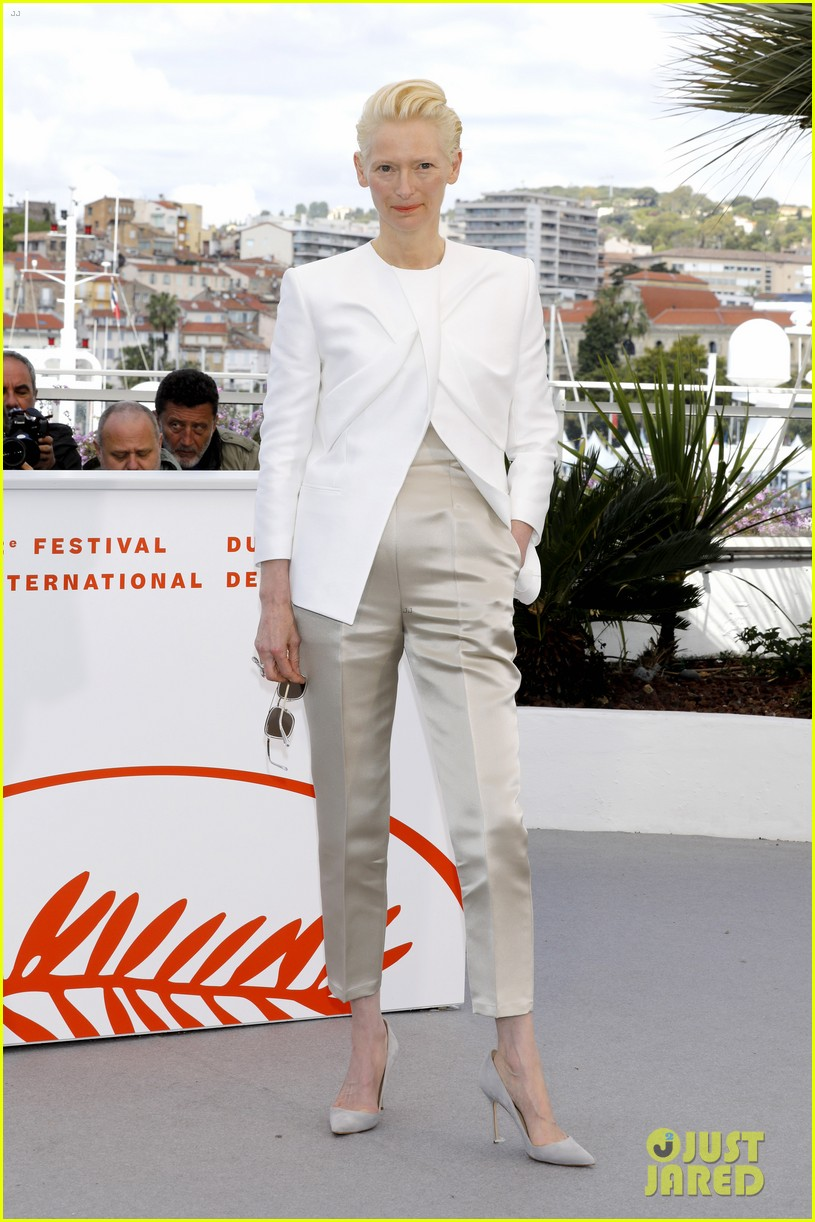 selena gomez joins the dead dont die cast at cannes photo call 28