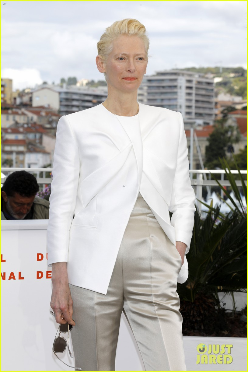 selena gomez joins the dead dont die cast at cannes photo call 29