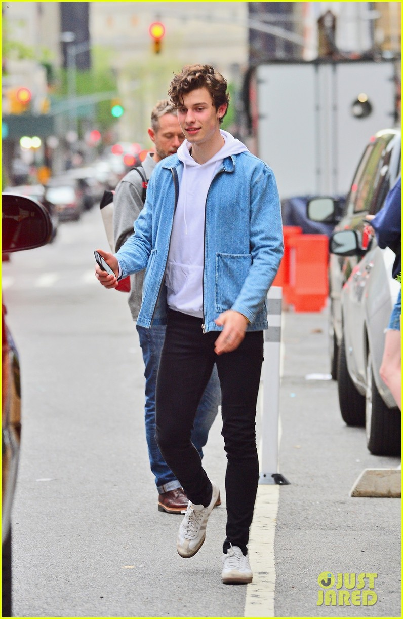 shawn mendes is all smiles hanging out in nyc 01