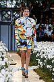 gigi hadid flowers off white show paris 04