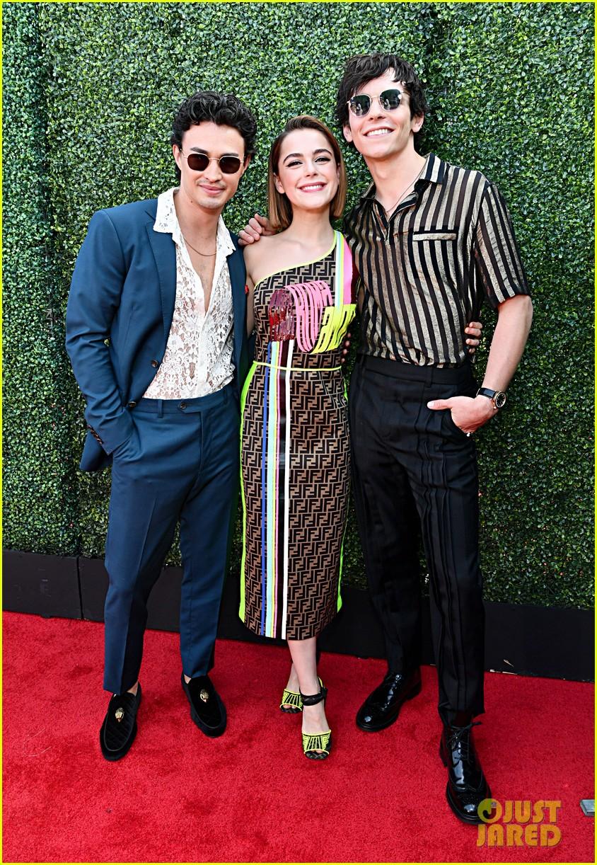 ross lynch and kiernan shipka bring chilling sabrina to mtv movie tv awards 2019 03